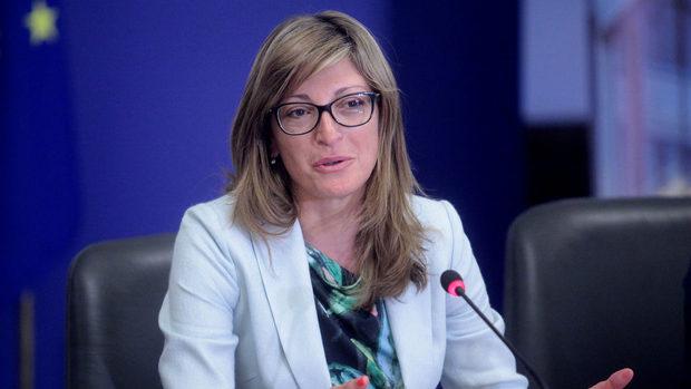 Захариева заминава за Македония, след като отказа среща с президента ѝ в София