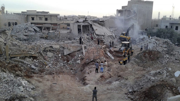 """""""Ислямска държава"""" изгуби градовете в Сирия, но още напада от пустинята"""