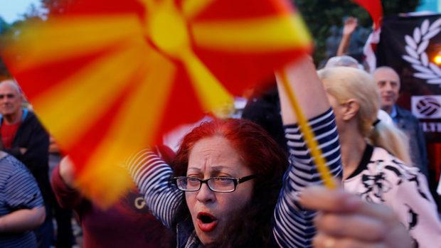 """ЕС и НАТО се надяват """"уникалната възможност"""" за Македония да не бъде похабена"""