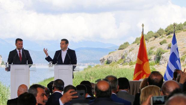 Гърция и Македония официално сложиха края на 27-годишния си спор за името