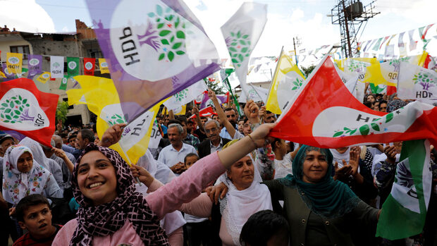 Битката за кюрдски гласове в Турция е на живот и смърт