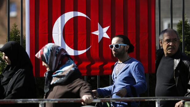 С рекордна активност турците в чужбина може да решат резултата от изборите