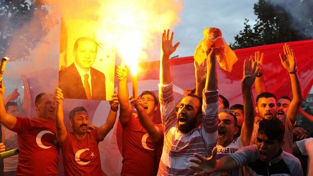 Ердоган води на изборите за президент, но губи мнозинство в парламента (обобщение към 23 ч.)