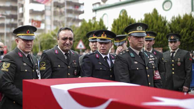 """Турция не пусна опозицията на войнишки погребения заради """"връзки с ПКК"""""""