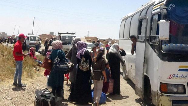 В Сирия хиляди бягат към границите с Йордания и Израел заради новата атака на режима