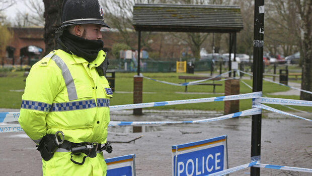 """Двама души са в критично състояние в болница в Солсбъри след контакт с """"неизвестно вещество"""""""