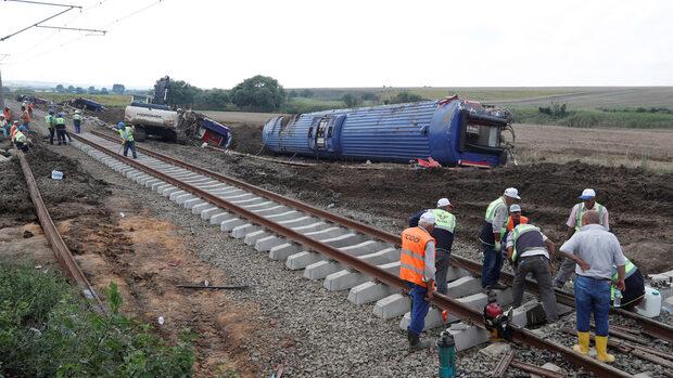 Съпругата и детето на български гражданин са загинали във влаковата катастрофа в Турция
