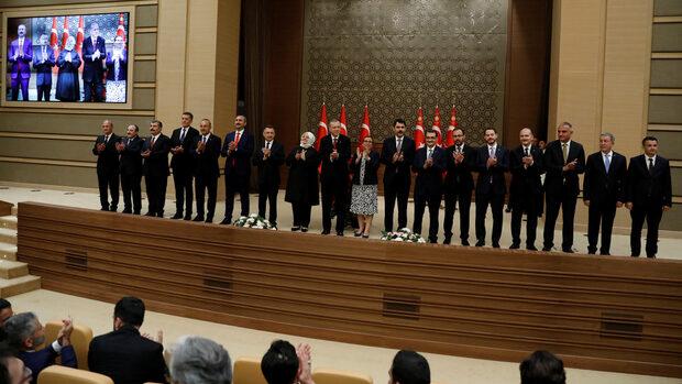 Зетят на Ердоган стана финансов министър, началникът на генералния щаб пое отбраната