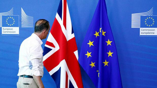 Със седмични бюлетини Лондон ще подготвя британците за Брекзит без сделка