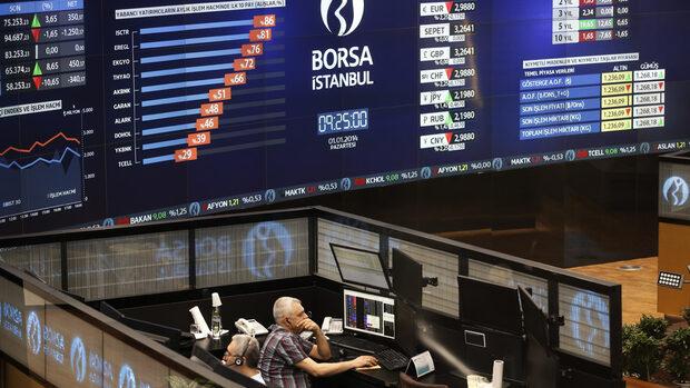 Турската лира поевтиня рекордно заради американските санкции