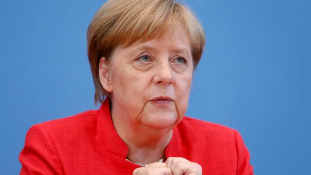 Границите на страните от Западните Балкани не може да се променят, настоя Меркел