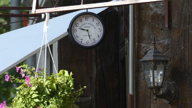 Трябва ли ЕС да остави в миналото смяната на времето два пъти годишно