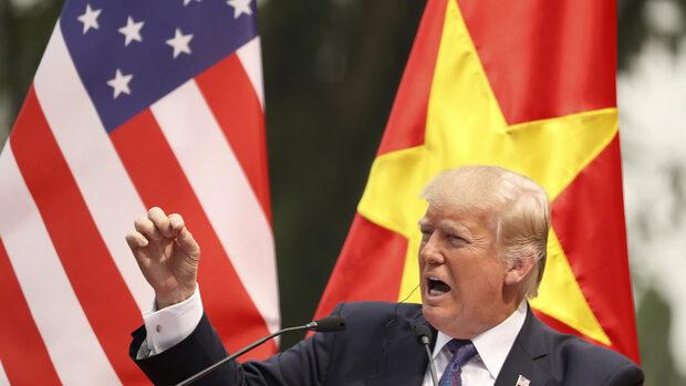 Китай иска да се намеси в изборите през ноември, каза Тръмп