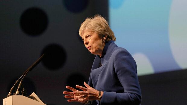 """Брекзит без сделка би променил """"сметката за развода"""" с ЕС, каза Мей"""