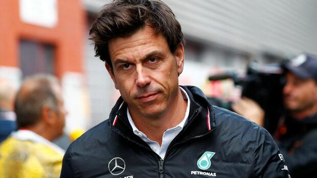 """Шефът на """"Мерцедес"""" смята """"Ферари"""" за фаворит в Сингапур"""