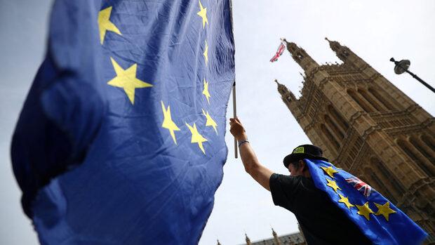"""Брюксел предупреди Лондон, че няма да предоговаря """"сметката за развода"""" с ЕС"""