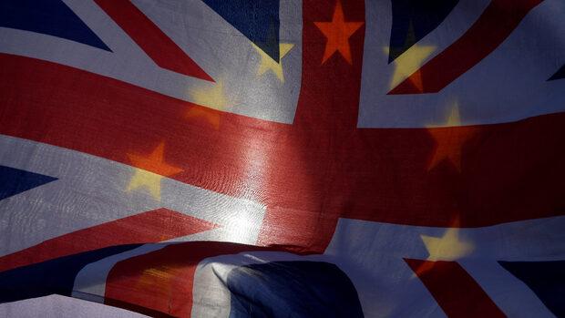 При Брекзит без сделка британците ще се нуждаят от паспорт, за да пътуват в ЕС