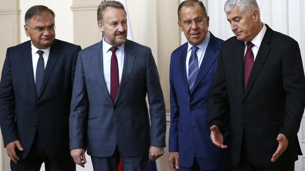 """Русия поиска Босна да остане цяла, освен ако """"трите ѝ народа"""" не искат друго"""
