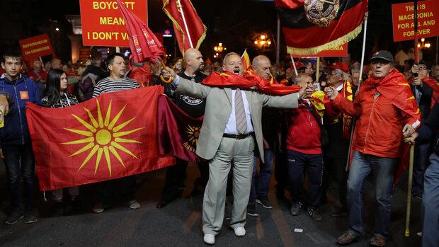 """В Македония над 90% гласуваха """"за"""" договора с Гърция, но две трети не отидоха до урните"""