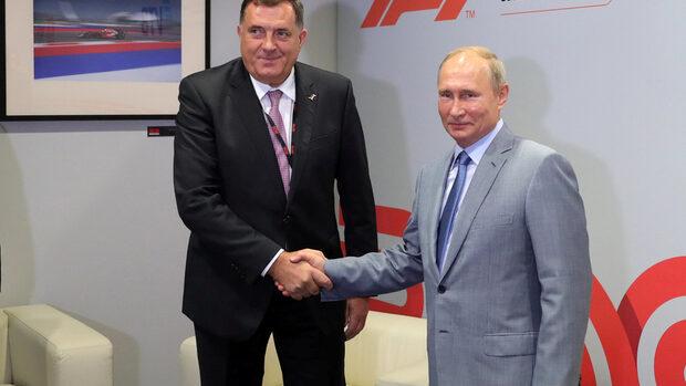 """Босна избира парламенти и президенти на фона на """"революция на химикалките"""" и флирт с Русия"""
