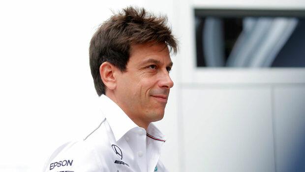 """Шефът на """"Мерцедес"""" смята, че битката за титлата във Формула 1 не е решена"""