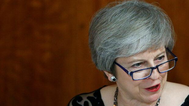 Лондон и Брюксел договориха сделката за Брекзит, Мей приема всеки министър поотделно