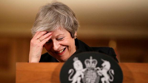 Мей се готви за решаваща седмица, която може да хвърли Великобритания в хаос