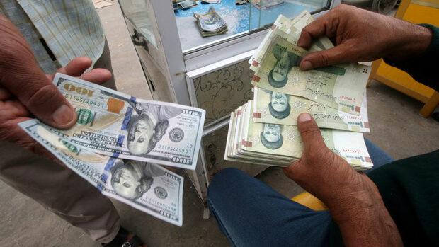 Иран губи работни места и усеща жилото на американските санкции