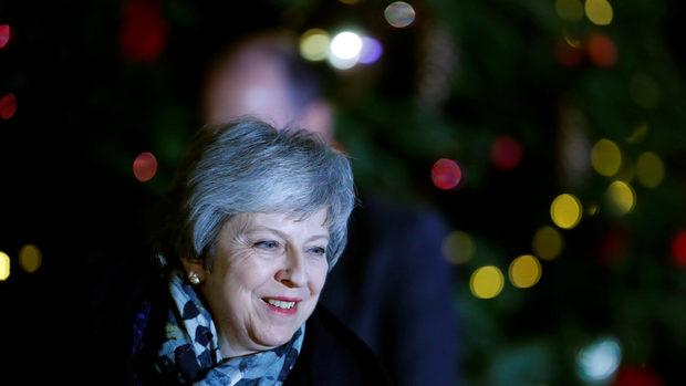 Мей остава премиер, но няма да води партията на следващите избори