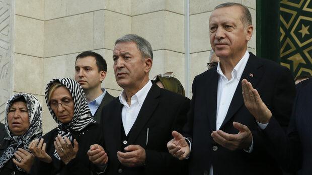 """Турция обеща да """"погребе в канавките"""" кюрдски бойци в Сирия"""
