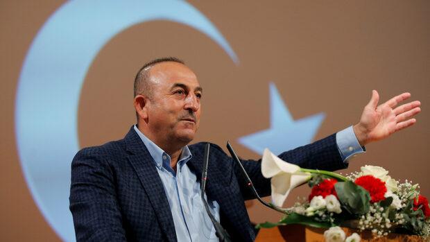 """Турция поиска от Гърция да усмири """"разглезеното дете, наречено министър на отбраната"""""""