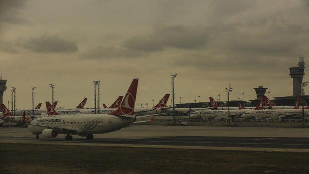 Редица полети от и за Истанбул са отменени заради лошото време