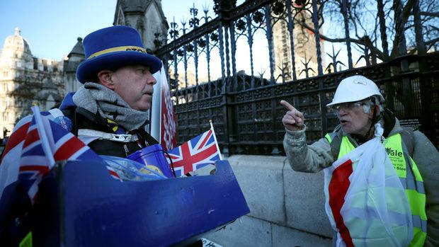 Британските депутати ще гласуват днес каква посока за Брекзит да поемат