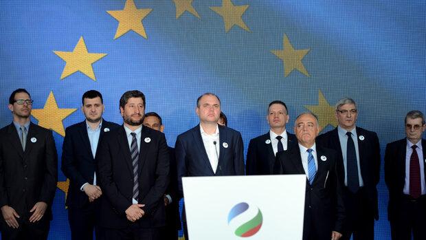 """""""Демократична България"""" върви към европейските избори без бившите """"реформатори"""""""