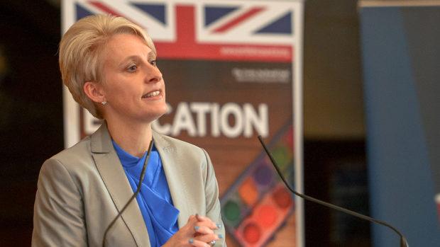 Посланикът на Великобритания обясни как ще се пътува при Брекзит без сделка (видео)