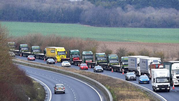 Великобритания ще смекчи митническия контрол за стоки от ЕС при Брекзит без сделка