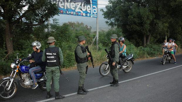 Санкциите предизвикали икономическата криза във Венецуела, твърди посланикът на страната