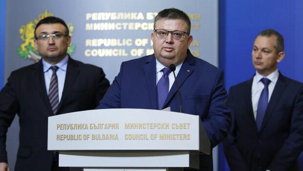 Пари от венецуелската петролна компания бяха открити в българска банка, съобщи Цацаров
