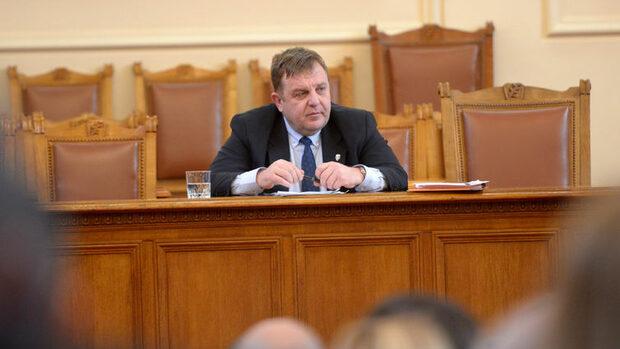 Каракачанов: До края на юни може да има договор за F-16 и след 3 г. самолети