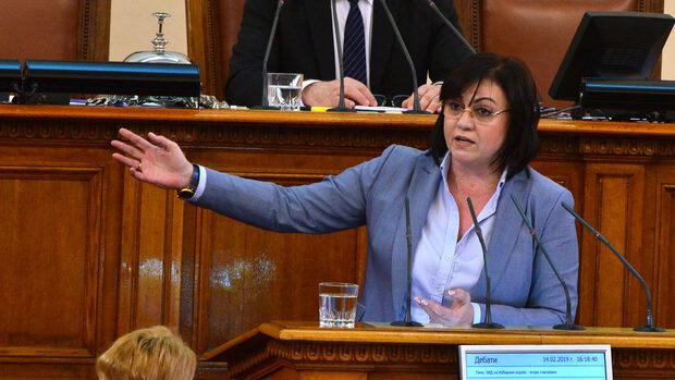 Депутатите от БСП напускат заседанията на парламента, търсят подкрепа за демокрацията