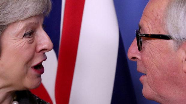 Великобритания ще трябва да участва в евроизборите, ако е в ЕС след май, каза Юнкер