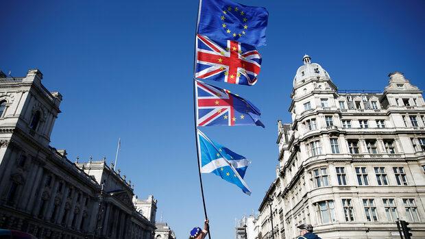 Великобритания ще зачита правата на гражданите на ЕС и при Брекзит без сделка