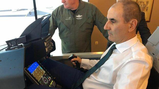 Снимка на деня: Пилотът на симулатора
