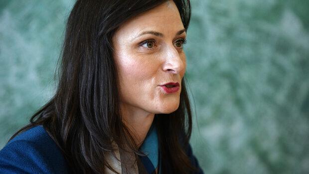 Мария Габриел се отказва от позицията си на евродепутат, за да остане еврокомисар