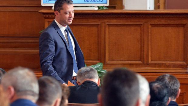 Огорчен съм, защото не вярвах, че политиката е мръсна работа, каза Делян Добрев