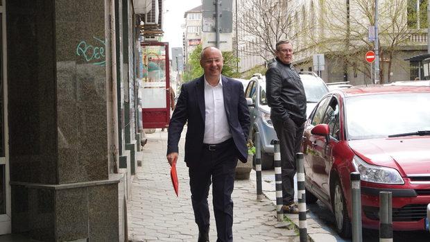 Нинова не успя да отстрани Станишев, евродепутатската листа на БСП ще се реди с таен вот