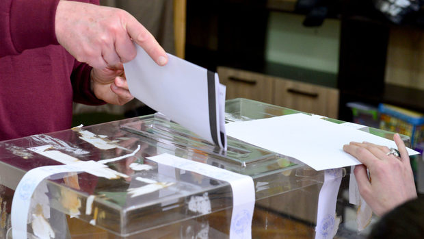 """Скандалите с имотите изравниха позициите на БСП и ГЕРБ за изборите, според """"Галъп"""""""