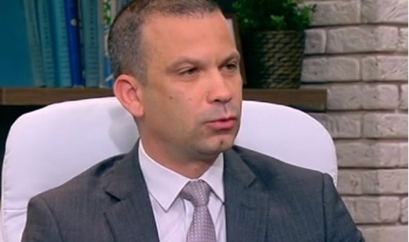 Кметът на Сандански призна, че негови роднини работят в общината, но не видя конфликт на интереси