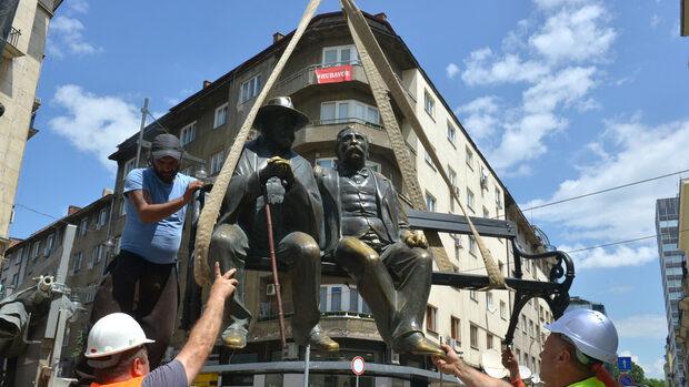 Снимка на деня: Петко и Пенчо Славейкови се върнаха на площада