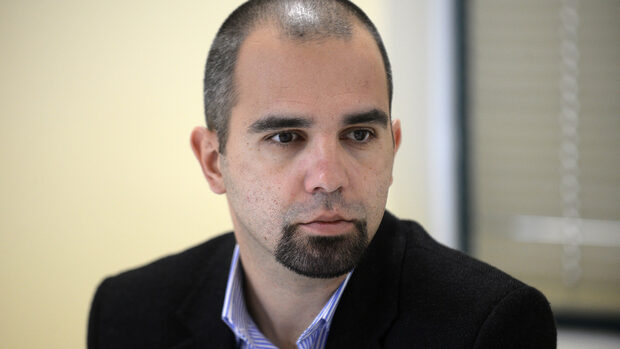 Хората не искаха резки движения на изборите, смята Първан Симеонов